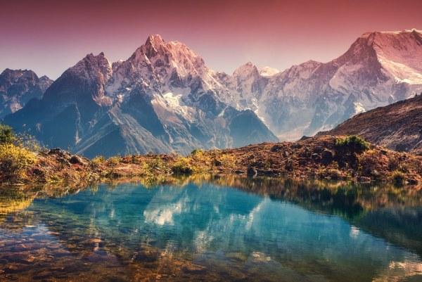 landscape photo of mountain range.
