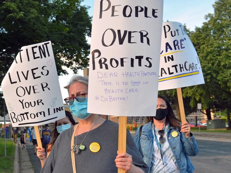 Workers Picket Healthpartners