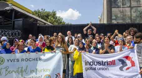 """Turkey: """"Don't touch my picket line"""", say dismissed Yves Rocher workers"""