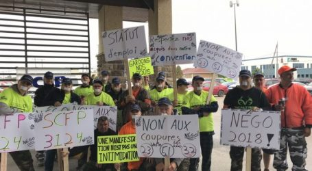 Société de transport de Saguenay (STS) drivers voice their anger at rally