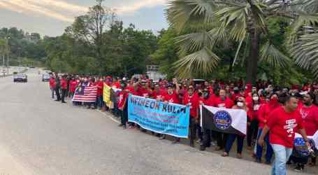 Union picket breaks deadlock in Malaysia