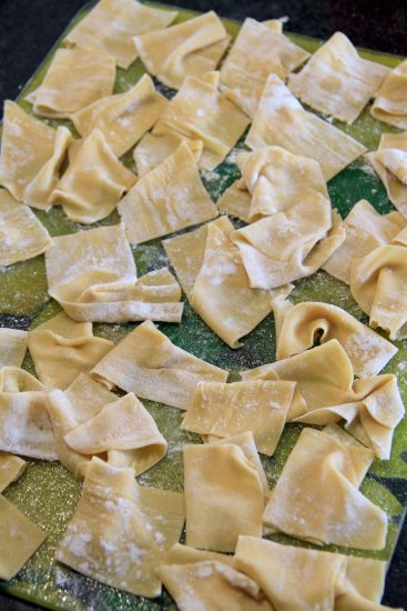 Cut the pasta to pappardelle