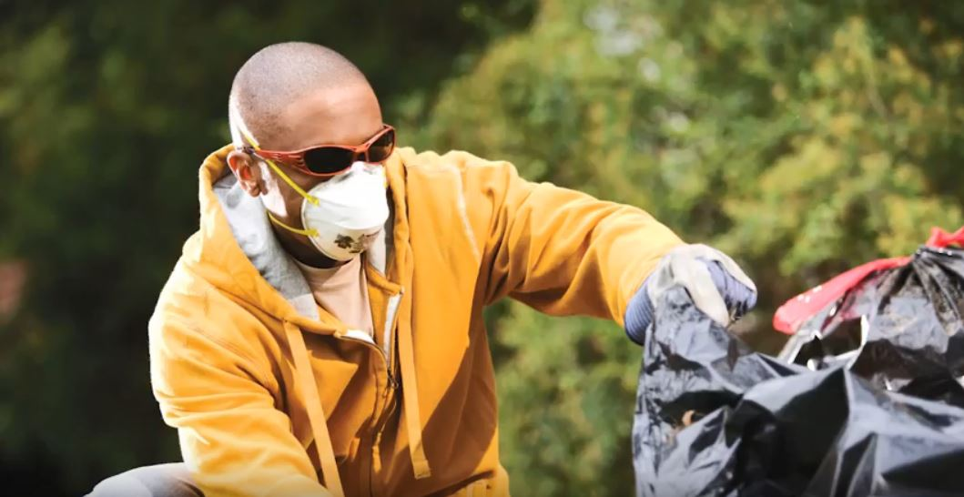 Best Dust Mask For Mowing Grass: 5 Amazing Options To Try Out