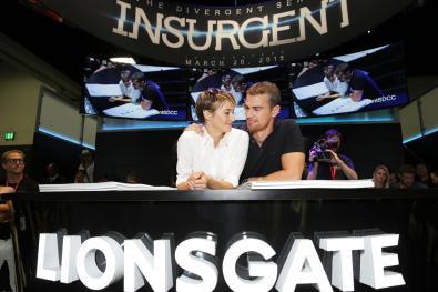 insurgent-2015-comic-con-signing (3)