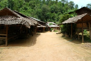 However, Mapaung's village has been deserted by tourists following the 'boycott the human zoo' campaigns in 2008/09.
