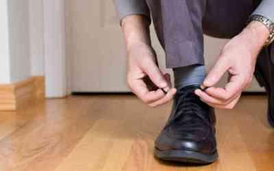 shoe-tying_wide-b42af2b542242ba9d4d3e8a3717c03a8359b8189-s6-c30