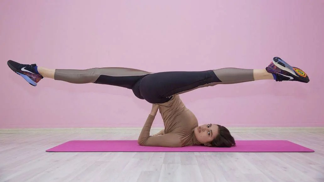 Flexibile woman doing splits upside down