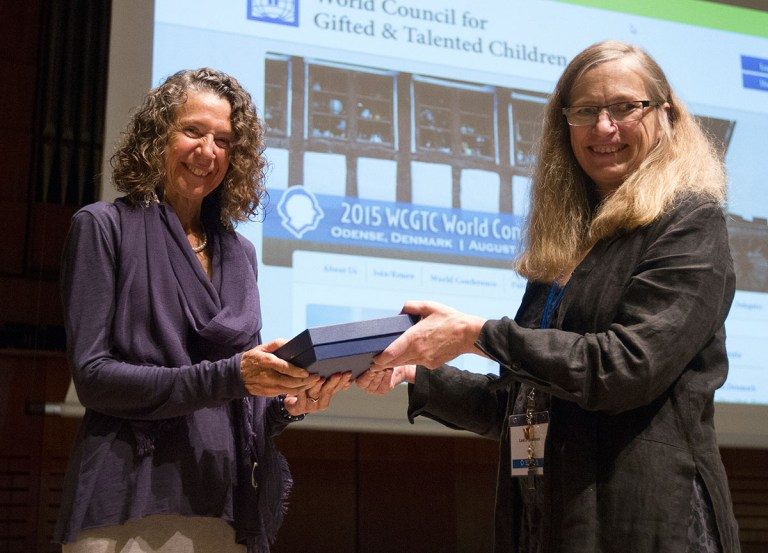 June Maker Received the 2015 International Award for Research