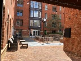 Kimpton Lorien Hotel & Spa courtyard
