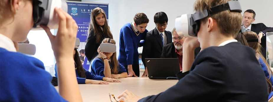 Lé Regent College Develops Its Partnership With The World VR
