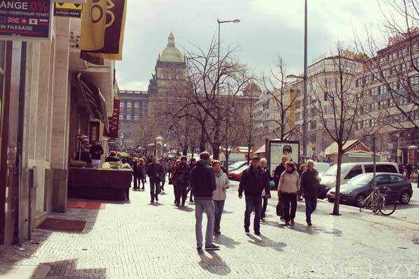 博物館前の広場