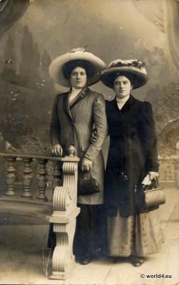 Fashion in 1900. Art Nouveau costume. German pretty girls in Belle Époque fashion