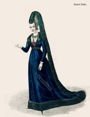 Medieval Women's Clothing. French courtesan. Middle Ages noble women in court dress. Renaissance‎ and Burgundian fashion
