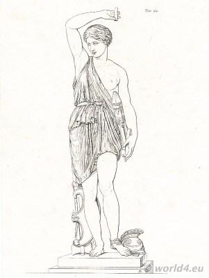Amazone statue. Louvre Paris. Amazons costume. Ancient greek clothing.