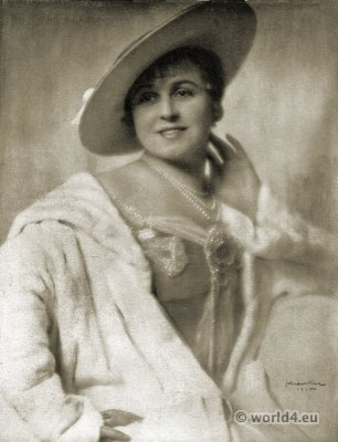 Art deco hat fashion Berlin 1915. 1920s period. Roaring twenties. Photographer Karl Schwenker
