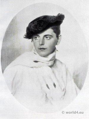 Four point hat. Autumn hat fashion 1915. Art deco fashion. German Hat fashion Berlin 1915.