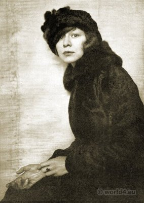 Portrait Lotte Pritzel 1916. Portrait by Hanns Holdt
