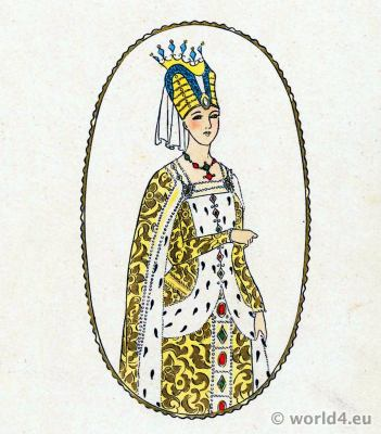 French Medieval Fashion. Hennin. Middle Ages clothing. 13th century costumes