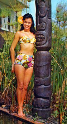 Pin-up girl Hawaiian Neckholder Bikini 1960s. Marilyn Monroe Style, Fashion and Looks. Boho style bathing suit.