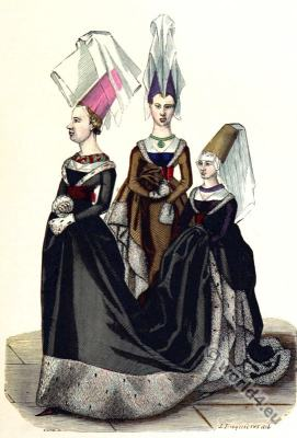 Princess costumes. Mittel ages fashion. Burgundy costumes.