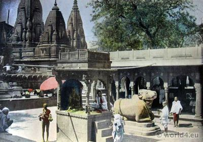 Gyan Bapi Temple, Benaras. Varanasi. hindu brahman dresses. India traditional costumes. British Colonial History