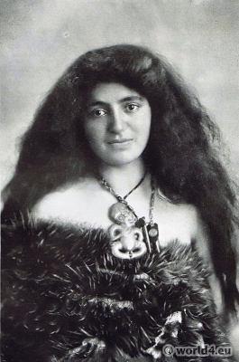 Māori, Wahine, costumes, kiwi, feathers, pendent, heitiki, Traditional, New Zealand, dress