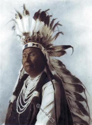 Traditional Sahaptin costume. Shahaptian chief ceremonial dress. Native American tribe clothing headdress