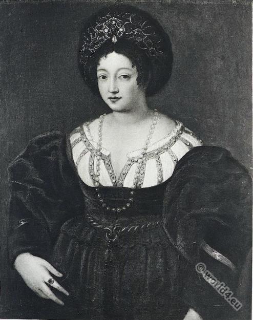 Isabella d'Este. Renaissance portrait. Italian Renaissance fashion. 15th century costume
