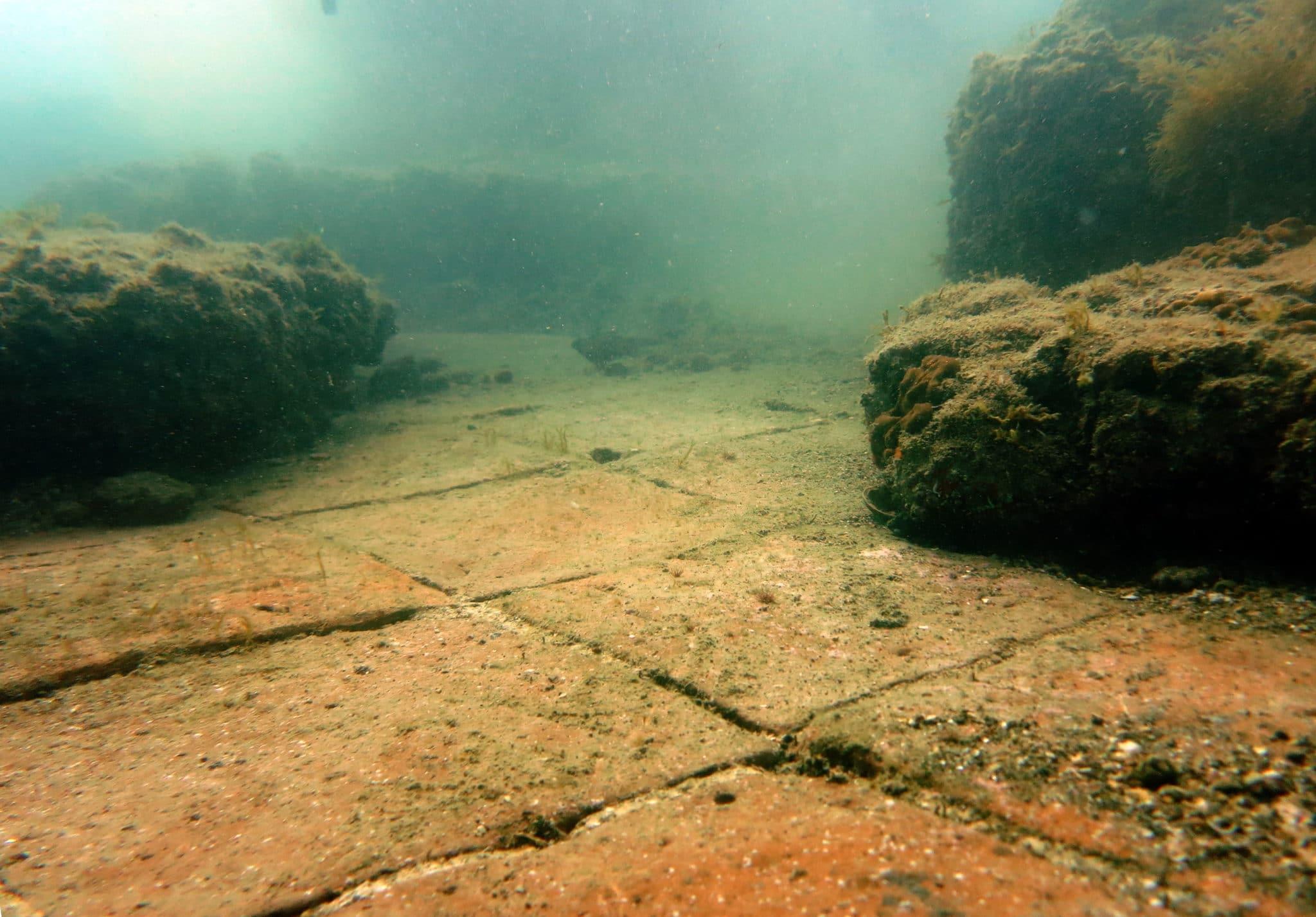 ninfeo claudio - scuba diving underwater archeological park Baia - plongée cité engloutie Baia