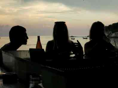 Sunset drinks Chalok ban Kao Koh Tao Thailand