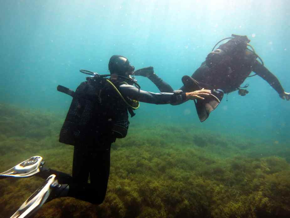 praticing frog kick for wreck diving specialty Malta