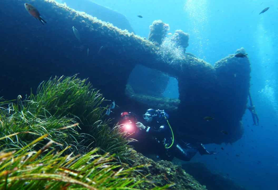 cimentier wreck scuba diving porquerolles France