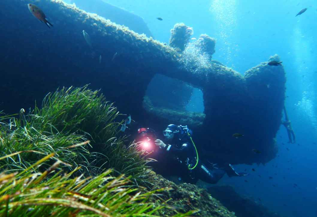 cimentier wreck scuba diving porquerolles France