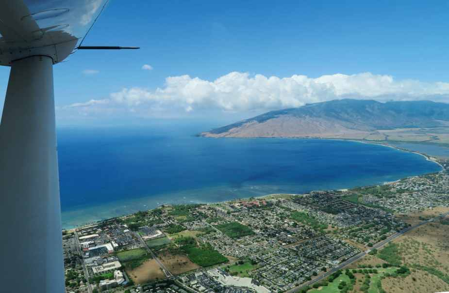 Mokulele flight between Maui and Big Island Hawaii