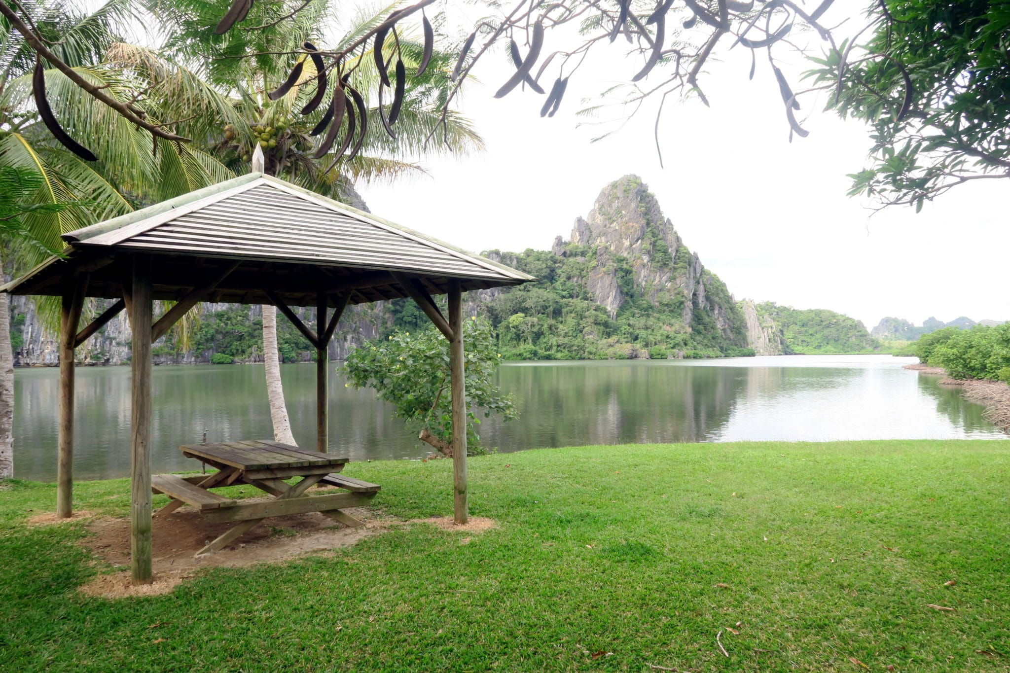 Linderalique Lagoon - Exploring Hienghene New Caledonia