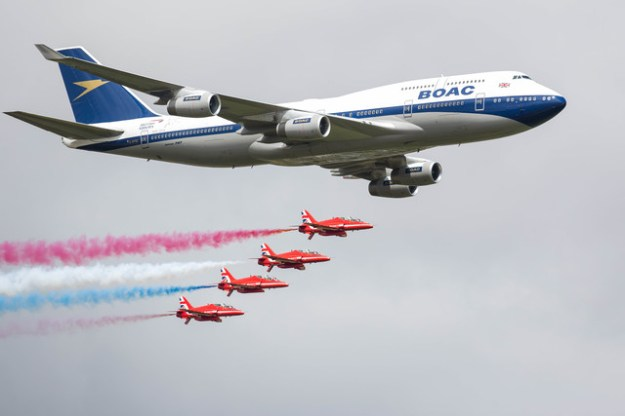British Airways and the Red Arrows meet again | World ...