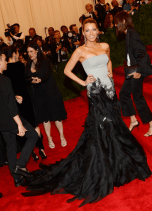 best-blake-lively-looked-statuesque-and-stunned-in-this-gucci-premire-gown
