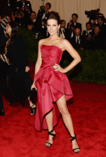 best-kate-beckinsale-looked-more-pretty-than-punk-in-this-alberta-ferretti-dress-and-giuseppe-zanotti-pumps