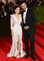 best-rooney-mara-looked-like-a-gothic-beauty-in-this-lace-and-metal-givenchy-haute-couture-by-riccardo-tisci-custom-dress