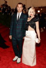 worst-fashion-forward-couple-gwen-stefani-and-gavin-rossdale-mismatched-in-maison-martin-margiela