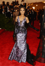 worst-kerry-washington-wore-a-purple-metallic-dress-by-vera-wang-and-had-purple-streaks-in-her-hair-to-match
