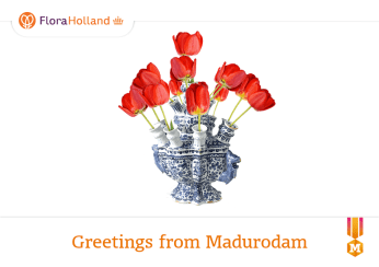 At the tulip display in Madurodam, you can email yourself or a friend some virtual tulips in a classic Delft vase.