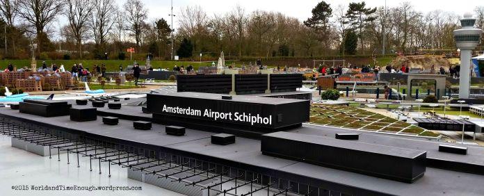 The 1:25 model of Amsterdam Schiphol at Madurodam.
