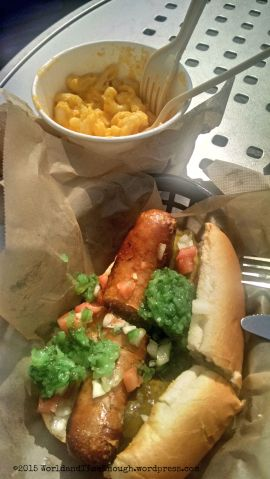 Food at Shedd Aquarium: Chicago dog (not quite authentic) and mac & cheese.