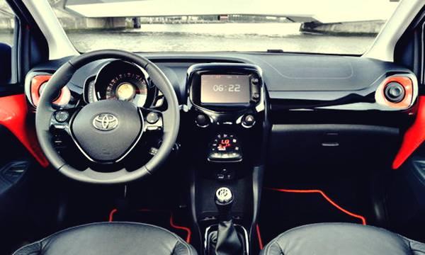 トヨタchrの予想内装、インテリア画像