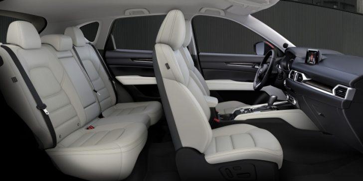 新型cx5の前席と後部座席