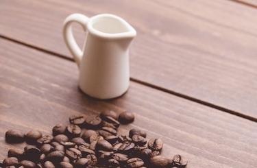 コーヒー豆とミルク