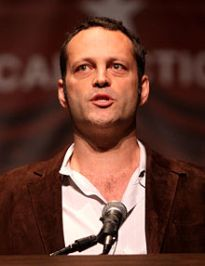 220px-vince_vaughn_by_gage_skidmore