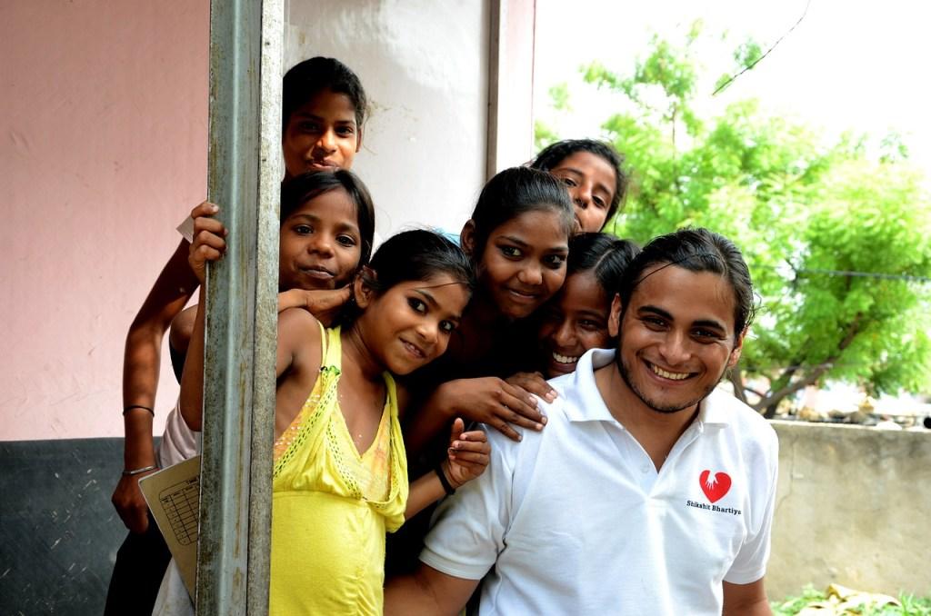 Volunteer travelers in india - voluntourism.