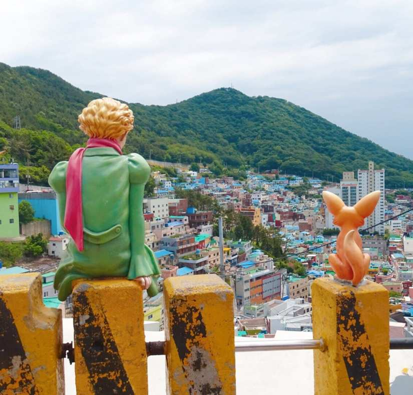 Lifelike art installation in Busan. Photo: Rose Munday